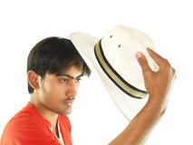 Sombrero de la explotación agrícola del hombre joven Fotografía de archivo