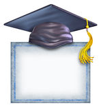 Sombrero de la graduación con un diploma en blanco Foto de archivo libre de regalías