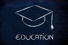 Sombrero de la graduación y escritura de la educación Foto de archivo libre de regalías