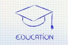 Sombrero de la graduación y escritura de la educación Imágenes de archivo libres de regalías
