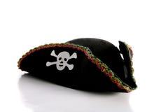 Sombrero de la piratería con el cráneo imágenes de archivo libres de regalías