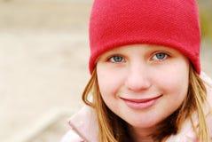 Sombrero de la sonrisa de la muchacha Fotografía de archivo libre de regalías