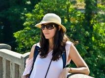 Sombrero de las gafas de sol de la mujer Fotos de archivo