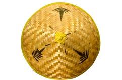 Sombrero de paja amarillo en un fondo blanco imagen de archivo libre de regalías