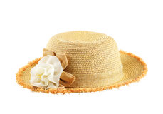 Sombrero de paja bonito con la flor en blanco Fotos de archivo libres de regalías