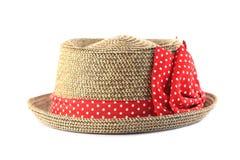 Sombrero de paja bonito con la flor en el fondo blanco Imágenes de archivo libres de regalías