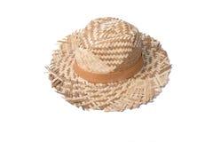 Sombrero de paja con la cinta en el fondo blanco Foto de archivo