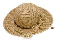 Sombrero de paja con las margaritas Imagen de archivo libre de regalías
