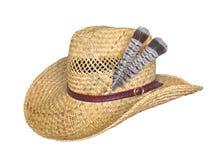 Sombrero de paja con las plumas aisladas en blanco. Fotos de archivo