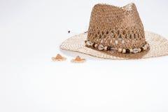 Sombrero de paja grande y pequeño, metáfora a la empresa grande y pequeña Imagen de archivo libre de regalías