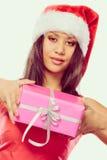 Sombrero de Papá Noel de la raza mixta de la muchacha con la caja de regalo Fotos de archivo libres de regalías