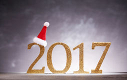 Sombrero de Papá Noel en números del Año Nuevo 2017 Foto de archivo