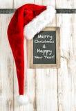 Sombrero de Papá Noel y pizarra rojos del vintage Decoración de la Feliz Navidad Fotos de archivo
