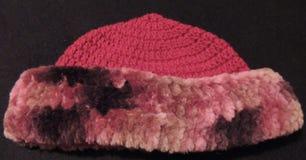 Sombrero de piel de imitación hecho a ganchillo de las señoras Imagen de archivo libre de regalías