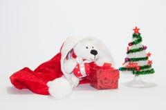Sombrero de Santa Claus con el árbol de navidad y los regalos Imágenes de archivo libres de regalías