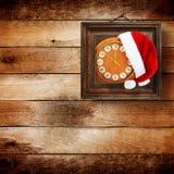 Sombrero de Santa Claus el la noche del Año Nuevo Imagenes de archivo