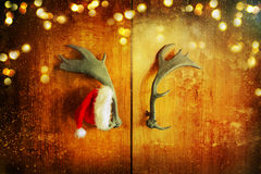 Sombrero de Santa Claus en puerta Foto de archivo libre de regalías