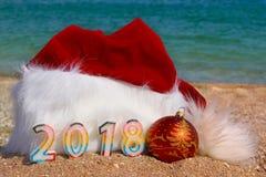 Sombrero de Santa Claus y fondo del mar del ¾ n de los juguetes Ð Imagenes de archivo