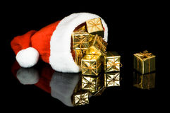 Sombrero de Santa con los presentes Fotografía de archivo libre de regalías