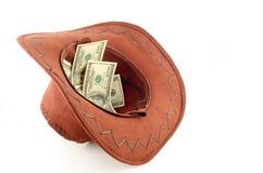 Sombrero de vaquero con cientos dólares Foto de archivo