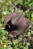 Sombrero de vaquero en la hierba Foto de archivo libre de regalías