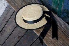 Sombrero del gondolero en banco Fotos de archivo