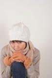 Sombrero del knit de la mujer que desgasta Imagen de archivo libre de regalías