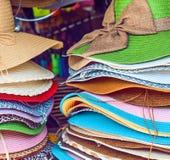 Sombrero en mercado Imagenes de archivo
