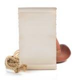 Sombrero envejecido del papel y de vaquero aislado en blanco Fotos de archivo libres de regalías