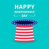 Sombrero grande con las estrellas y la tira Día de la Independencia feliz los Estados Unidos de América el 4 de julio Foto de archivo