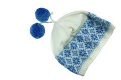 Sombrero hecho punto blanco de las lanas del invierno con el Pom-Pom Imagen de archivo libre de regalías