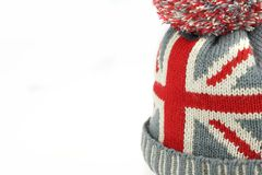 Sombrero hecho punto de las lanas con la unión Jack Flag Isolated On White Imágenes de archivo libres de regalías