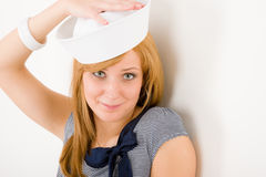 Sombrero marina joven del marinero del retrato de la manera de la mujer Imagen de archivo
