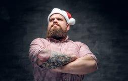Sombrero masculino barbudo del Año Nuevo del ` s de Papá Noel que lleva Fotografía de archivo libre de regalías