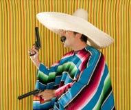 Sombrero mexicano del pistolero del bigote del revólver del bandido imagen de archivo libre de regalías