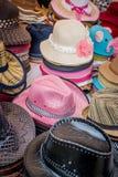 Sombrero mezclado en tienda de la tienda imagen de archivo