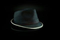 Sombrero negro en negro Foto de archivo libre de regalías