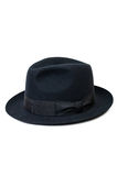 Sombrero negro para el hombre aislado en el fondo blanco Fotografía de archivo
