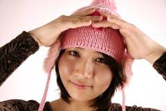 Sombrero que desgasta de la muchacha asiática linda Foto de archivo libre de regalías