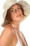 Sombrero que desgasta de la mujer Fotografía de archivo libre de regalías