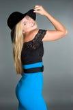 Sombrero que desgasta de la mujer Imagenes de archivo
