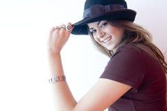 Sombrero que desgasta femenino joven Imagen de archivo libre de regalías