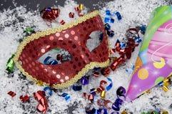Sombrero rojo de la máscara y del partido Imagen de archivo libre de regalías