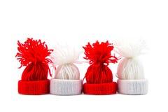 Sombrero rojo y blanco hecho del hilado Decoratio de la Navidad y del Año Nuevo Imágenes de archivo libres de regalías