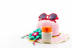 Sombrero tejido, con las gafas de sol rojas imagen de archivo