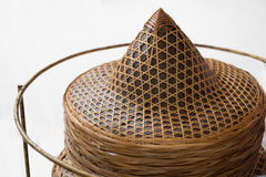 Sombrero vietnamita en el fondo blanco Fotos de archivo libres de regalías