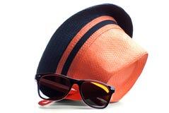 Sombrero y gafas de sol aislados Imágenes de archivo libres de regalías