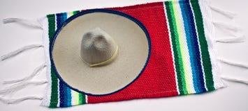 Sombrero y manta mexicanos Imágenes de archivo libres de regalías
