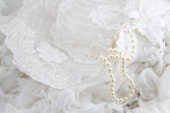 Sombrero y perlas Imagenes de archivo