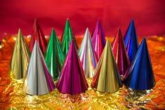 Sombreros brillantes del cumpleaños. Imagen de archivo libre de regalías